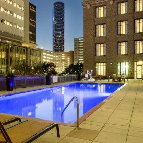 Courtyard Houston pool