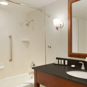 Embassy Suites Waltham Bathroom