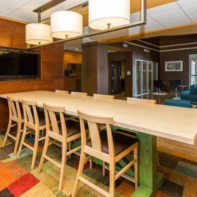 Fairfield Inn Des Moines Farm Table