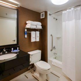 Fairfield Inn East Rutherford Bathroom