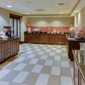 Hampton Inn Garden City Breakfast Bar