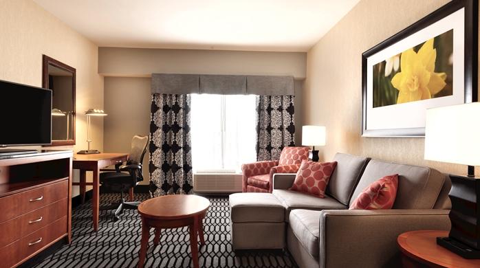 hilton garden inn akron living area - Hilton Garden Inn Akron