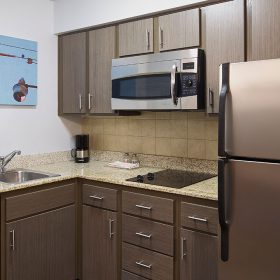 Hyatt-House-Austin-Arboretum-P023-1-Bedroom-Kitchen.gallery-2-3-item-panel.jpg