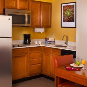 Residence Inn Baton Rouge Kitchen