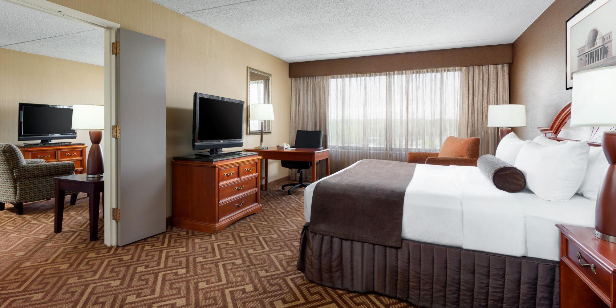 crowne plaza englewood king suite h cpm. Black Bedroom Furniture Sets. Home Design Ideas