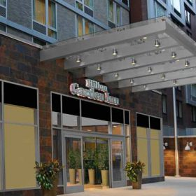 Welcome to the Hilton Garden Inn New York/West 35th Street, perfectly located in Midtown Manhattan and just steps from some of New York's best attractions including the Empire State Building, world-famous Macy's at Herald Square, Times Square, Broadway theaters and Madison Square Garden.