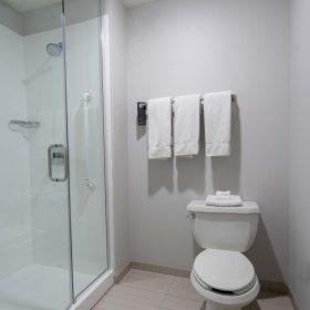 CLEWB_King_Bathroom_1_1